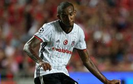 Besiktas' Talisca scores his team's goal during the Champions League group B soccer match between Benfica and Besiktas at the Luz stadium in Lisbon, Tuesday, Sept. 13, 2016. The match ended 1-1. (AP Photo/Armando Franca) Portugal Soccer Champions League